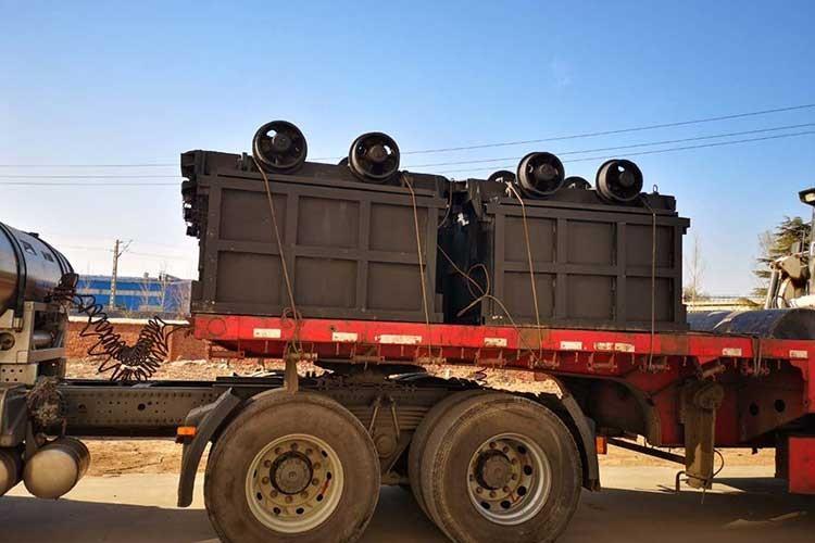 侧xie式矿车装车完成准备运输